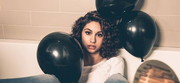 shockwebpic_AlessiaCara_Here